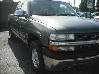 Photo 1:  2002 Chevrolet Silverado 1500 LS in Englewood, CO