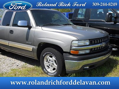 Photo 1: Medium Charcoal Gray Metallic 2001 Chevrolet Silverado 1500 LT in Delavan, IL
