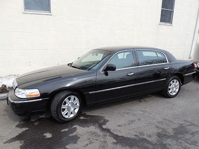 Photo 1:  2011 Lincoln Town Car Executive L in Pound Ridge, NY