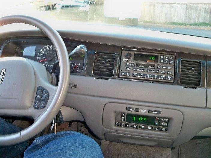 2002 Lincoln Town Car In Pound Ridge Ny 1lnhm82w42y611897