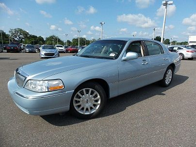 Photo 1:  2006 Lincoln Town Car Signature in Lakeland, FL
