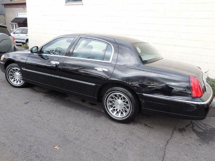 2002 Lincoln Town Car In Pound Ridge Ny 1lnhm82w02y626607