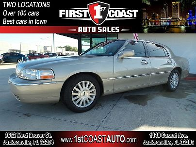 Photo 1:  2004 Lincoln Town Car Signature in Jacksonville, FL exterior view from front driver's side