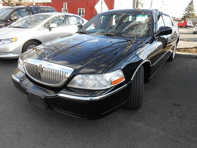 Photo 1:  2007 Lincoln Town Car Signature Limited in Pound Ridge, NY